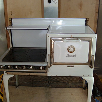 Beach Foundry Gas Stove - Kitchen