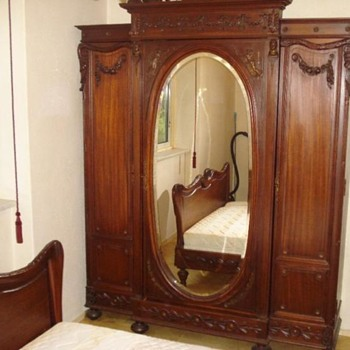 ?  Antique Furniture.  (How to find more about this? )