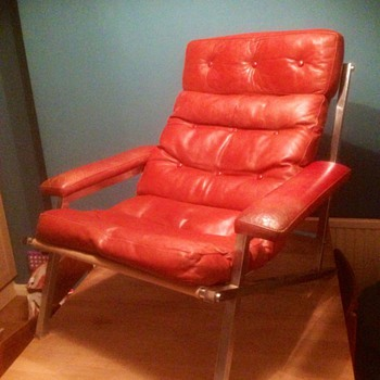 Trying to work out the designer of this leather lounge chair - Mid-Century Modern