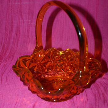 Glass Basket: Indiana Glass 'Monticello'