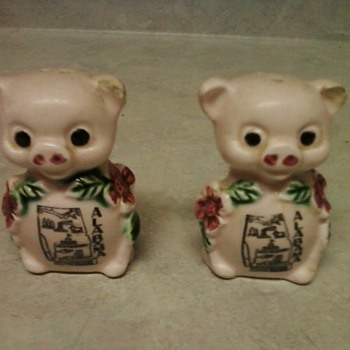PINK PIG SALT/PEPPER SHAKERS