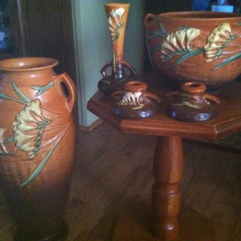 Roseville Brown Freesia - Art Pottery