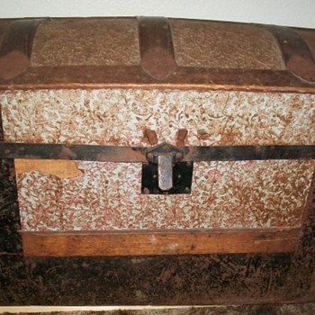 1800's steamer trunk  - Furniture