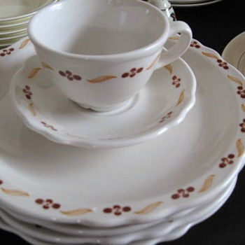 Homer Laughlin Carolyn Restaurant Dishes Set of 12 - China and Dinnerware