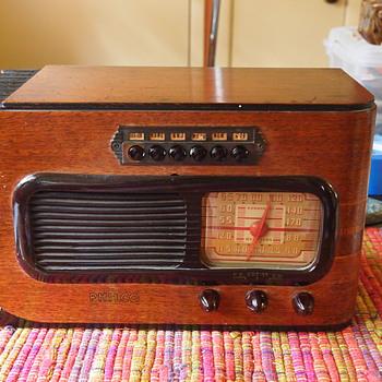 1941 Sled Philco Radio, Model 41-226, Attrib Walter Dorwin Teague - Art Deco