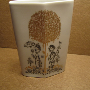 "Rosenthal ""Raymond Peynet"" Studio Line Modern Vase Courtship Figures. - Art Pottery"