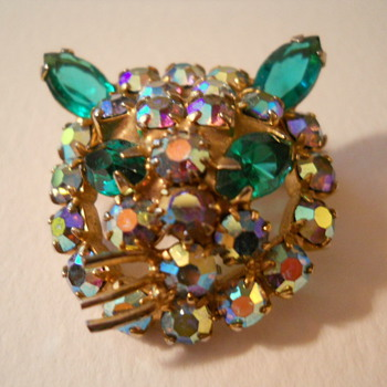 AB Cat Head Pin - Costume Jewelry