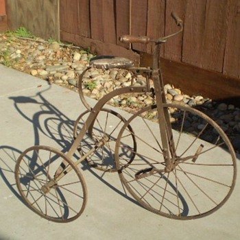 VINTAGE OLD TRICYCLE - Sporting Goods
