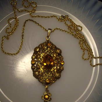 Antique Topaz pendent and chain. - Fine Jewelry