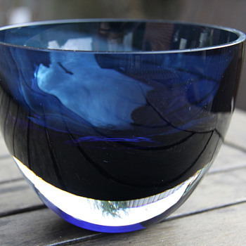 Vicke Lindstrand Blue Bowl c1958-9 - Art Glass
