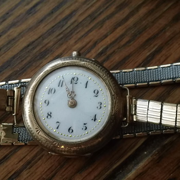 HELP WHAT IS THIS WATCH?