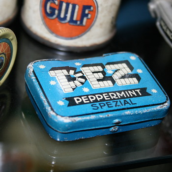 pez tin box