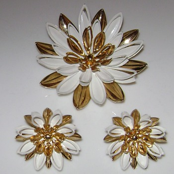 Sarah Coventry Brooch and Earrings - Costume Jewelry