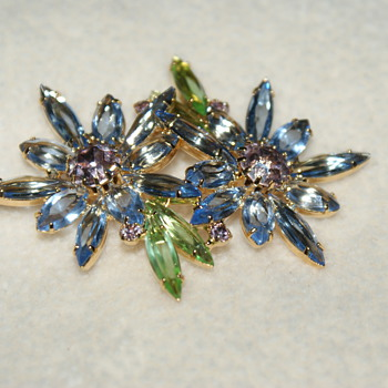 Ivana Costume Pin - Costume Jewelry
