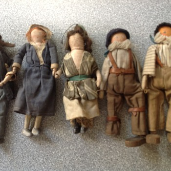 5 primitive dolls