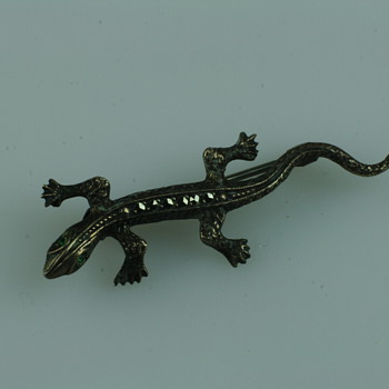 Small lizard silver and marcassite brooch