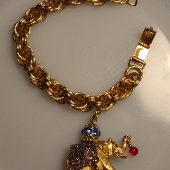 Napier single elephant charm bracelet. - Costume Jewelry
