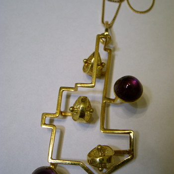 750 - 18k gold &amp; amethyst cabochons Modernistic Pendant