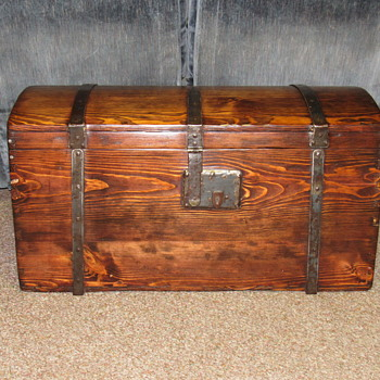 Early Immigrants trunk - Furniture