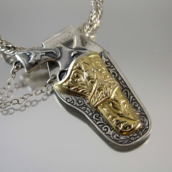 Vintage sterling silver and gold vermeil Western six shooter revolver necklace - Fine Jewelry
