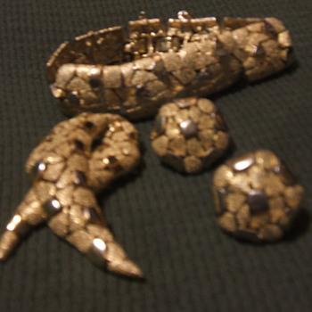 Trifari  - Costume Jewelry