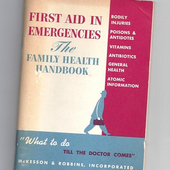 FIRST AID IN EMERGENCIES A FAMILY HEALTH BOOK WHAT TO DO TILL THE DOCTORS COME BY MCKESSON & ROBBINS, INC.