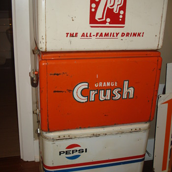 VINTAGE SODA METAL COOLERS 7-UP, CRUSH & PEPSI. VERY COOL!
