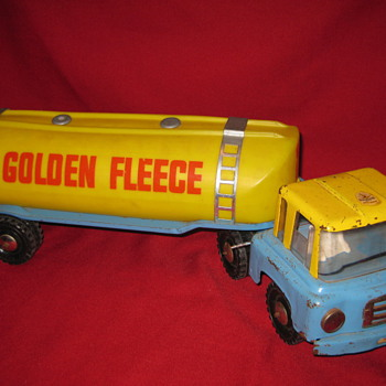 BOOMAROO GOLDEN FLEECE PETROL TANKER. - Model Cars