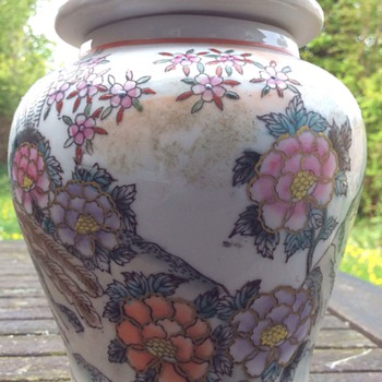 Antique Chinese satsuma jar ?