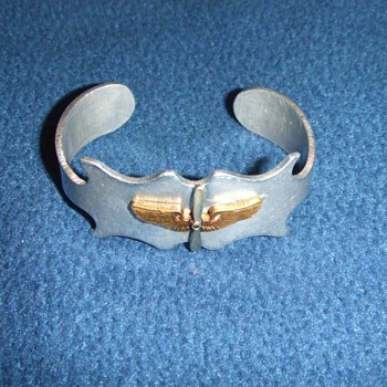 AAC Trench Art Bracelet with Officers collar insignia - Military and Wartime
