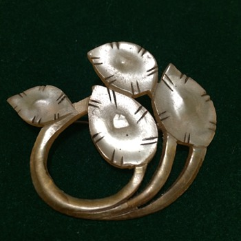 Art Nouveau horn honesty brooch