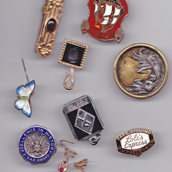 set of pins and gold - Costume Jewelry