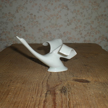 Porcelain swan. - Figurines