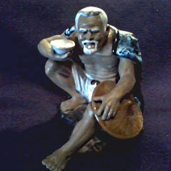 "Chinese ""Shiwan Artistic Ceramics Factory"" / Mudman Figurine "" Man with a Rice Bowl"" / Circa 20th Century - Figurines"