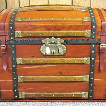 Generals trunk. - Furniture