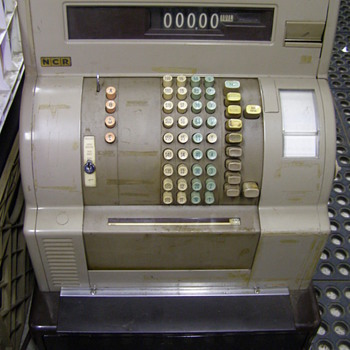 NCR CASH REGESTER-ITS MINE-BUT NOW KEY-ANY IDEA&#039;S?:):)