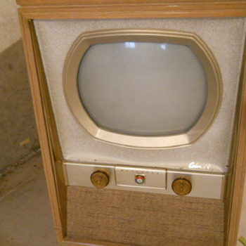"1950's Motorola 21inch 19ck1 TV Converted from a 19"" to 21"" in good condition - Radios"