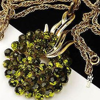 Crown Trifari Briolette Olivine  - Costume Jewelry