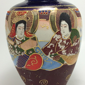 Late 1920's Japanese Porcelain Vase - MORIYAMA MORI-MACHI - Asian