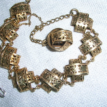 My 3 euro vintage linked bracelet with filigreen 4-cloves leafs. Help wantet!