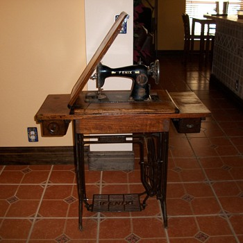 FENIX SEWING MACHINE