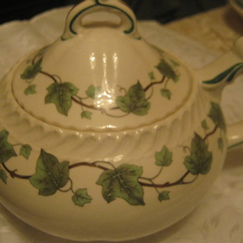 Vintage Royal Gadroon, Ivy 5, Teapot