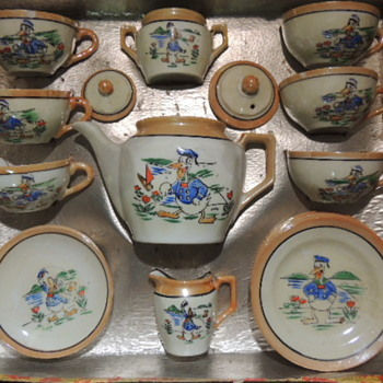DONALD DUCK BOXED CHILD'S TEA SET