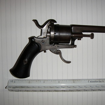 OLD HAND GUN - Military and Wartime