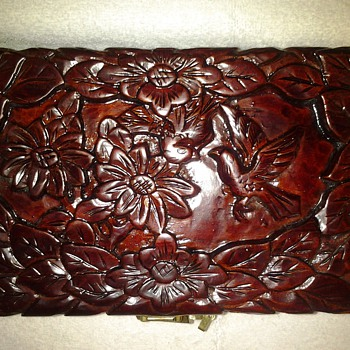 Carved jewelry box - Asian