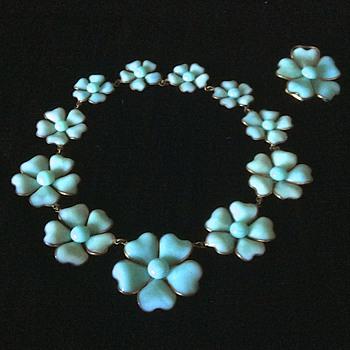 1932 Maison Gripoix for Chanel Haute Couture pate de verre camellia necklace set