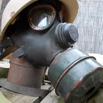 iraqi gas mask  - Military and Wartime
