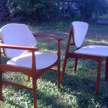 I wish I knew who designed or manufactured these chairs. 