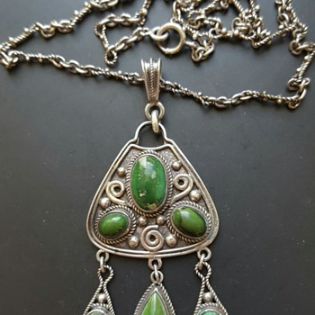 Arts and Crafts (?) turquoise sterling pendant and chain. Mark HJH pieced by arrow. - Fine Jewelry