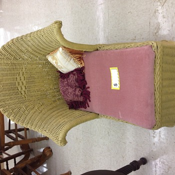 Child's vintage wicker chaise lounge chair - Furniture
